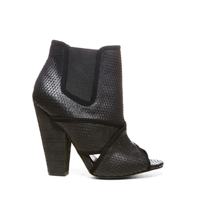 STEVEMADDEN-BLONDE-SALAD_TDUBAI_BLACK-SNAKE_SIDE