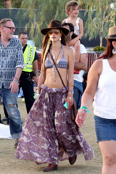 alessandra-ambrosio-in-bikini-top-at-coachella-festival_4