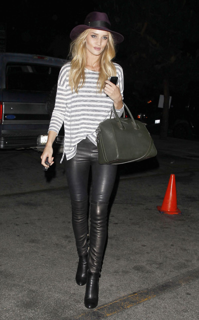 rosie-huntington-whiteley-in-leather-pants-out-in-new-york_7