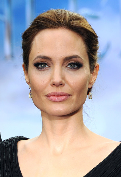 Angelina+Jolie+Maleficent+Costume+Props+Reception+AOVsyfj8w1Jl