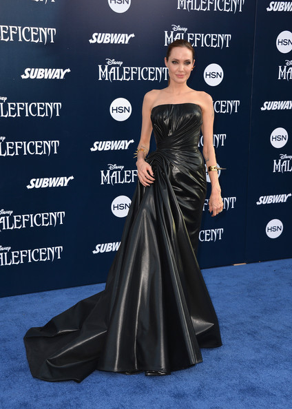 Angelina+Jolie+World+Premiere+Disney+Maleficent+_eZuDoZC_BHl