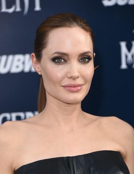Angelina+Jolie+World+Premiere+Disney+Maleficent+TI2Ty9zCAXTl