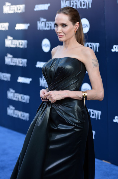 Angelina+Jolie+World+Premiere+Disney+Maleficent+vdfsjQk43NKl