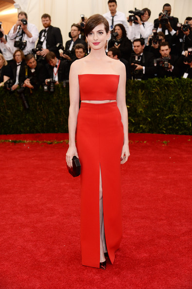 Anne+Hathaway+Red+Carpet+Arrivals+Met+Gala+H333b49wktYl