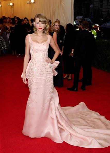 Taylor+Swift+oscar de la renta