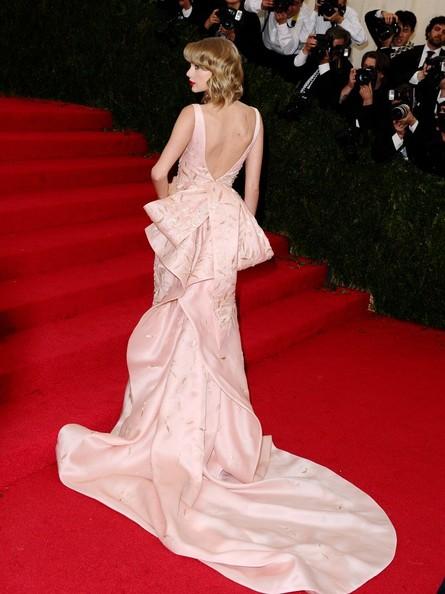 Taylor+Swift+Red+Carpet+Arrivals+Met+Gala+y9-Q8nixF4_l