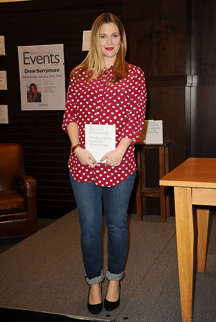 Famsas-Drew-Barrymore-signed-copies-her-new-book-Find-Everything