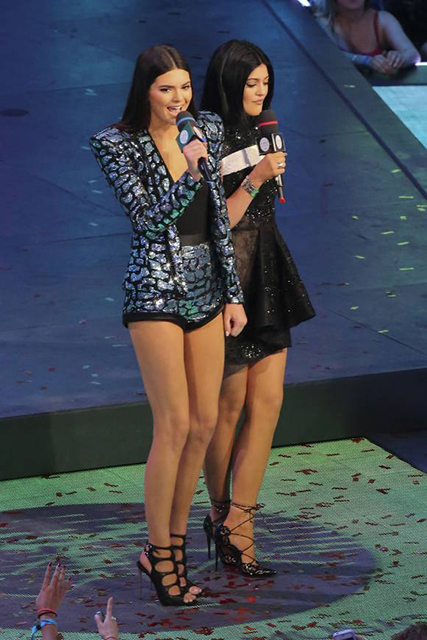 kendall-kylie-jenner-muchmusic-video-awards-on-stage-look-splash__width_580