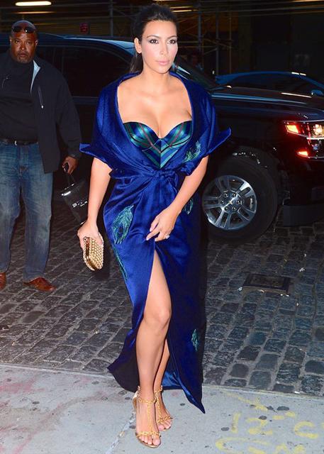 Sandalias para usar com vestido longo azul