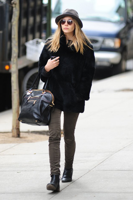 Elizabeth-Olsen-make-undertated-outfit-something-special