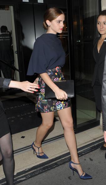 Emma-Watson-in-skirt-leaving-her-hotel-in-Paris-07-720x1257