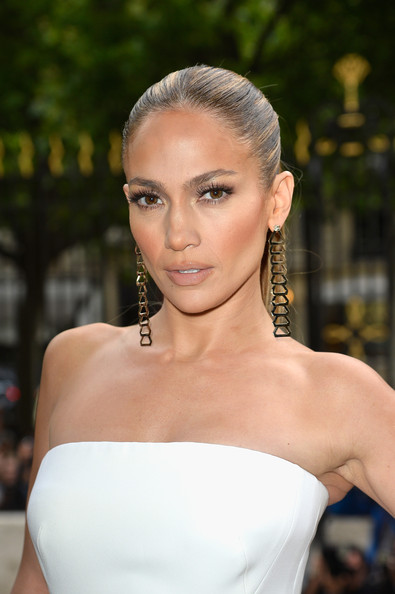 Jennifer+Lopez+Versace+Front+Row+Paris+Fashion+EyTWYUqUd1Ml