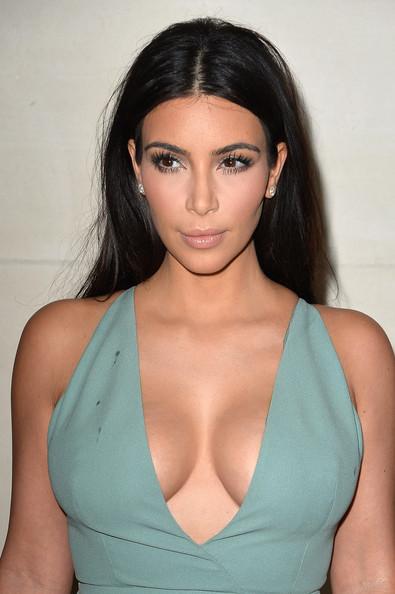 Kim+Kardashian+Front+Row+Valentino+qXGuWPrY-iSl