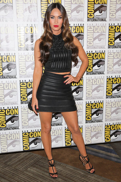 megan-fox-comic-con-black-top-and-skirt-fashion-july-24-ftr