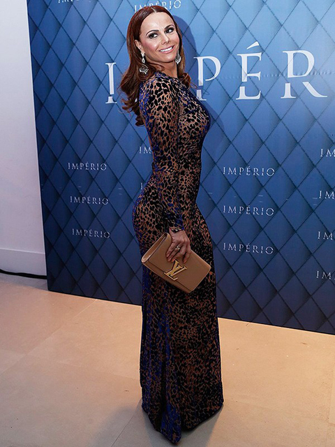 Viviane Araujo carteira Louis Vuitton e vestido Tufi Duek
