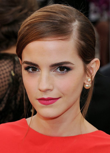 aemma-watson-christian-dior-mise-en-dior-earrings