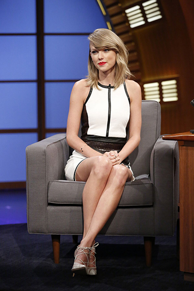 taylor-swift-visits-late-night-with-seth-meyers-in-nyc_3