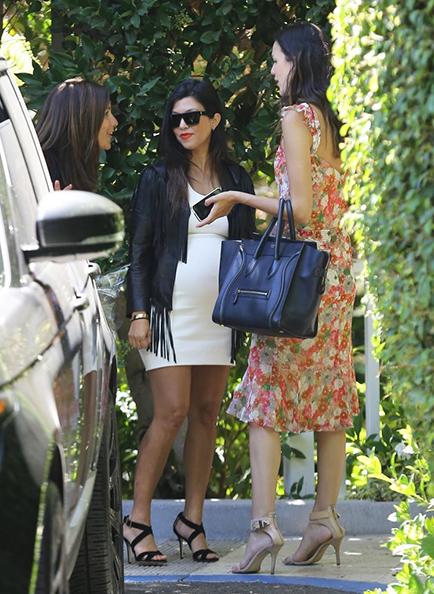 Kim+Kourtney+Kardashian+grande2