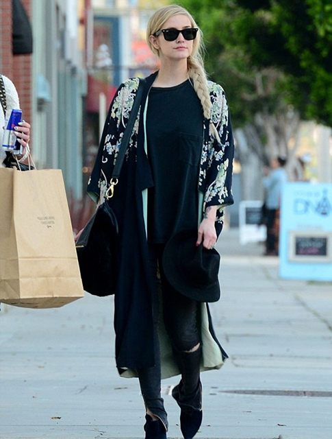 Famosas - ashlee-simpson-street-style-shopping-in-hollywood-march-2014_4