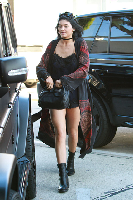 famosas-kylie-jenner-leaves-andy-lecompte-salon-in-west-hollywood_3