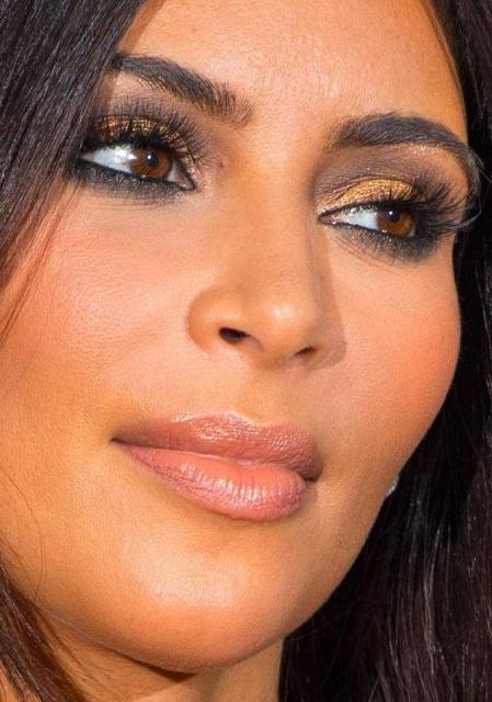 A maquiagem com sombra dourada e preta da Kim Kardashian | whatsinfashioncwb