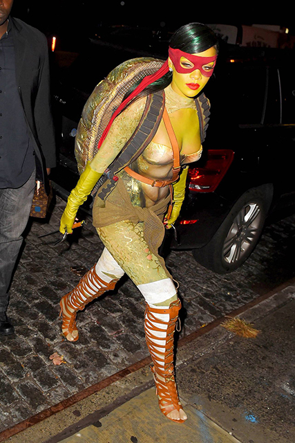 rihanna-dressed-as-raphael-tmnt-halloween-party-at-opus-nightclub-in-new-york_3
