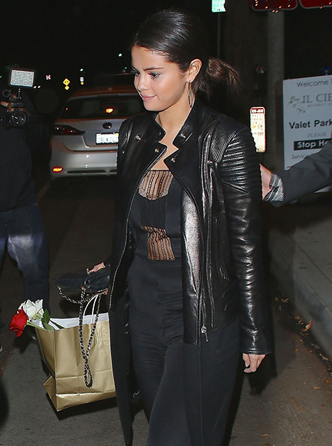 selena-gomez-leaves-il-cielo-restaurant-in-beverly-hills_13