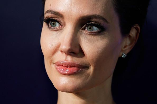zAngelina+Jolie+Unbroken+Premieres+Sydney+WcURkD70TF7l