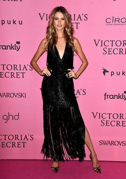 Behati+Prinsloo+Arrivals+Victoria+Secret+Fashion+P3jWM06DdPOl