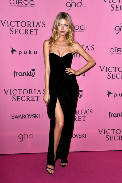 Martha+Hunt+Arrivals+Victoria+Secret+Fashion+mGKDegVDWMOl