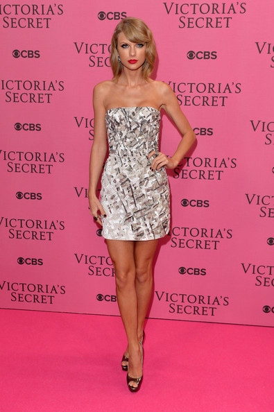 Taylor+Swift+ red carpet J. Mendel