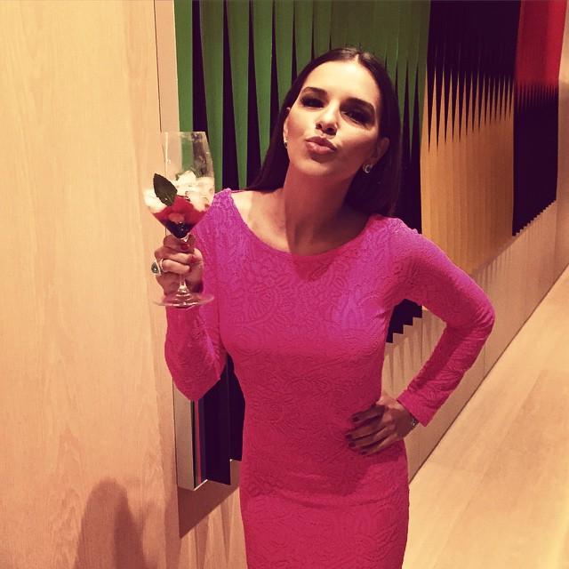 Mariana Rios Lança Perfume