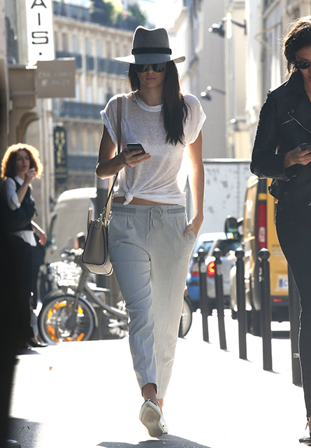 famosas kendall-jenner-out-and-about-in-paris-2509_8