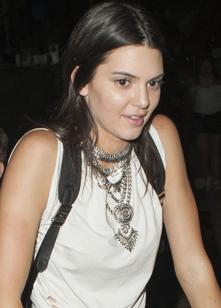 kendall-jenner-at-coachella-music-festival-in-indio-04-17-2015_4