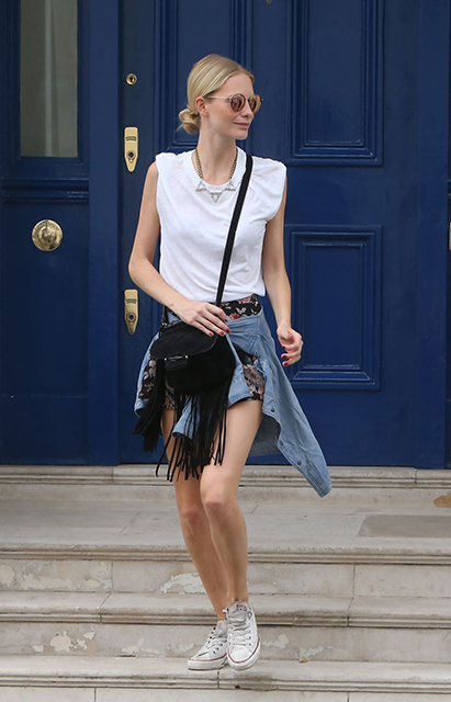 poppy-delevingne-leaving-her-home-in-london-_4
