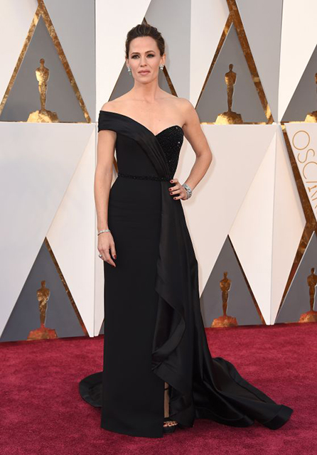 jennifer-garner-oscars-2016-in-hollywood-ca-2-28-2016-1_thumbnail
